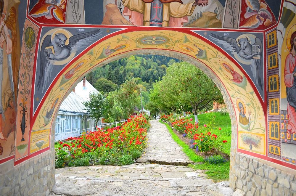 PIATRA NEAMT > VAMA – Monastères des montagnes